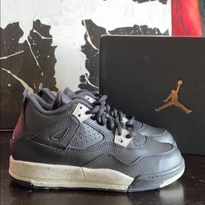 NEW IN BOX - Jordan 4 Retro - OREO - 1Y